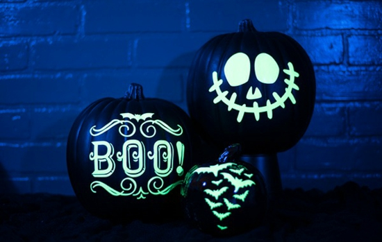 halloween deko ideen mit leuchtfarbe