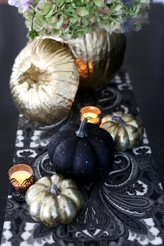 halloween tischdeko mit kürbissen schwarz gold