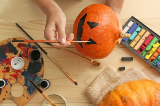 jack o lantern motiv halloween kürbis bemalen