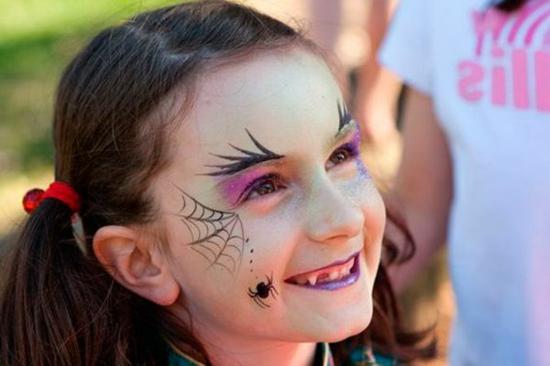 kleine süße hexe schminken zu halloween