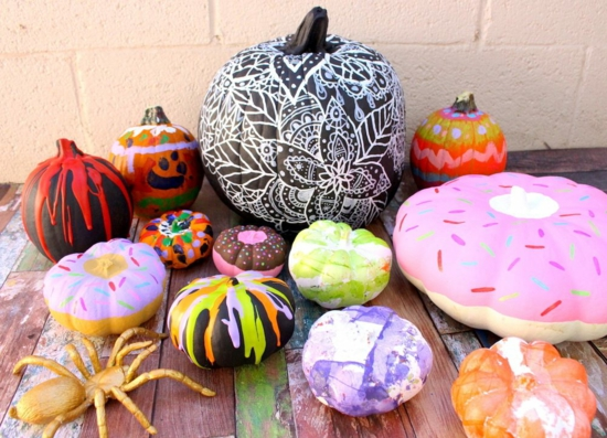 kreative halloween kinderparty kürbis bemalen