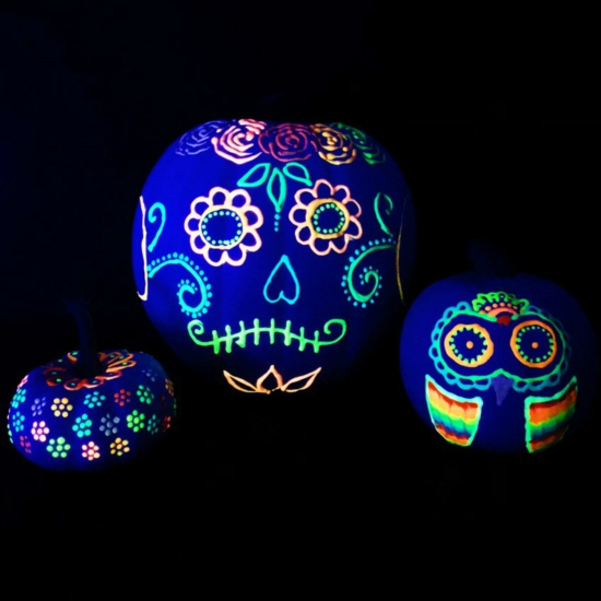 leuchtfarbe halloween kürbis bemalen
