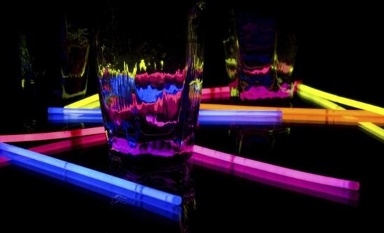 leuchtfarbe mit leuchtstäbchen selber machen