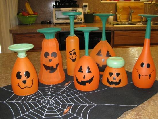 lustige halloween tischdeko mit gläsern