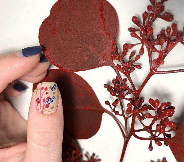 rote Farbe und andere Akzente Nagel Trends