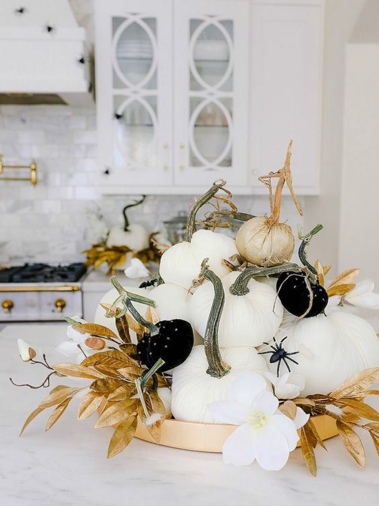 schicke halloween tischdeko mit kürbissen