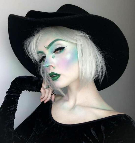 sexy hexe schminken blond grünes make up