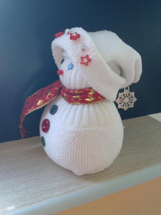 sockenschneemann aus alten socken weihnachtsdeko basteln