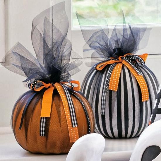 stilvolle halloween tischdeko mit kürbissen