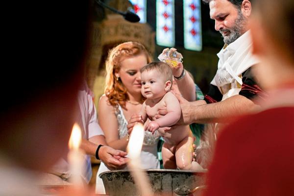 tauffeier neugeborenes kind kirche