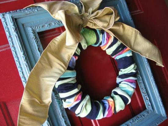 weihnachtsdek basteln mit alten socken kranz