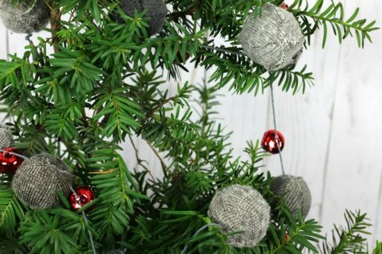 weihnachtsdeko basteln girlande aus alten socken
