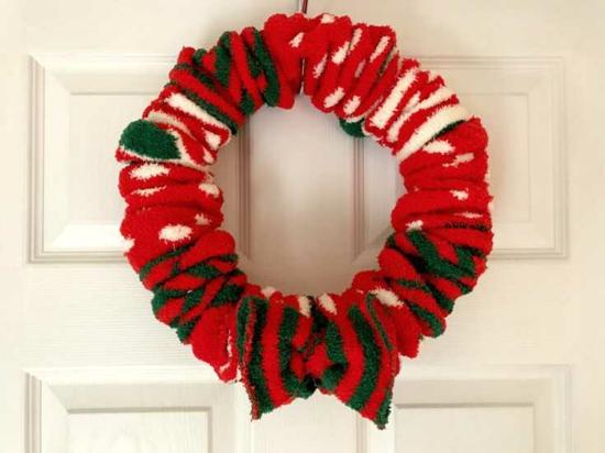 weihnachtsdeko türkranz weihnachten aus alten socken