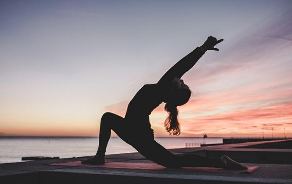 yoga sonnengruß gesunde faszien