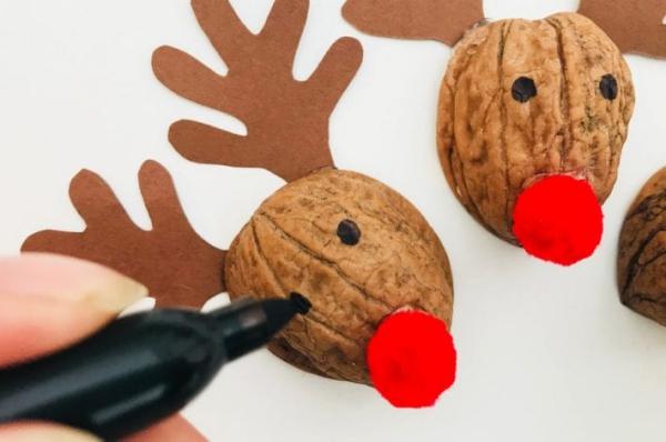 Basteln mit Walnüssen zu Weihnachten und nicht nur – Ideen und Anleitung rudolf rentier ideen projekt