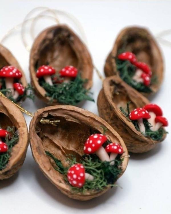 Basteln mit Walnüssen zu Weihnachten und nicht nur – Ideen und Anleitung schalen mit pilzen kreativ