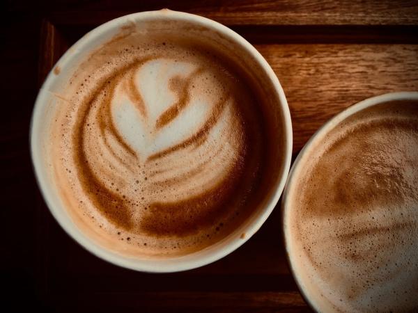 DIY Kaffeebecher to go So basteln Sie Ihren individuellen Becher latte kaffee herz