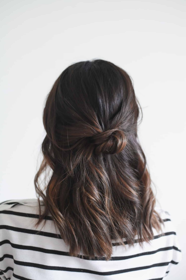 Hübsche, schnelle und einfache Frisuren für Anfänger, die in 5 Minuten machbar sind half up half down haarknoten dutt