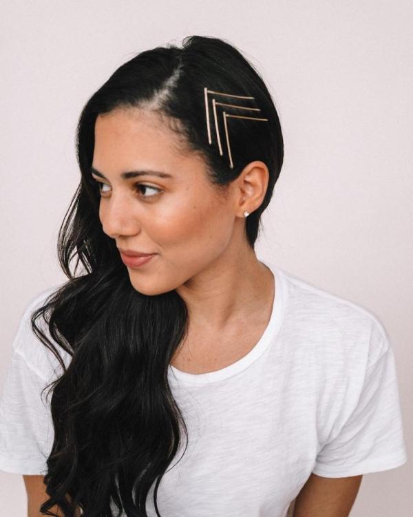Hübsche, schnelle und einfache Frisuren für Anfänger, die in 5 Minuten machbar sind lange haare schmuck nadeln