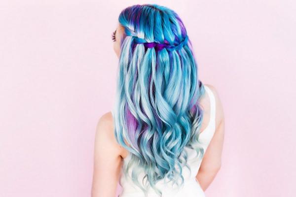 Hübsche, schnelle und einfache Frisuren für Anfänger, die in 5 Minuten machbar sind wasserfall ideen frisur blau