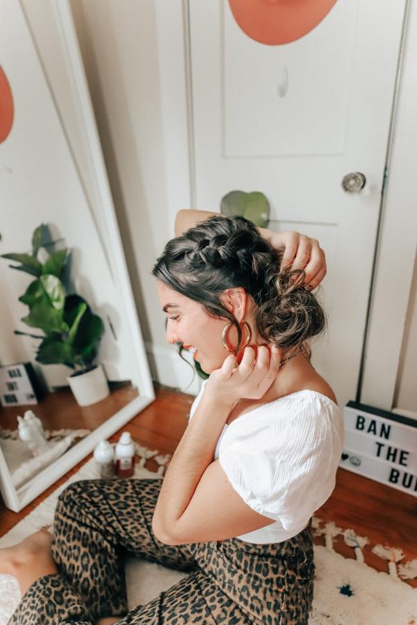Hübsche, schnelle und einfache Frisuren für Anfänger, die in 5 Minuten machbar sind zopf und dutt ideen für den alltag