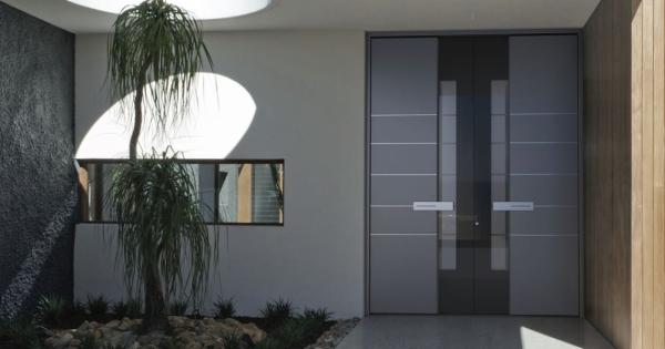 Haustür mit Seitenteil – Vor- und Nachteile, die Sie beim Kauf beachten sollten modernes haus mit glas tür
