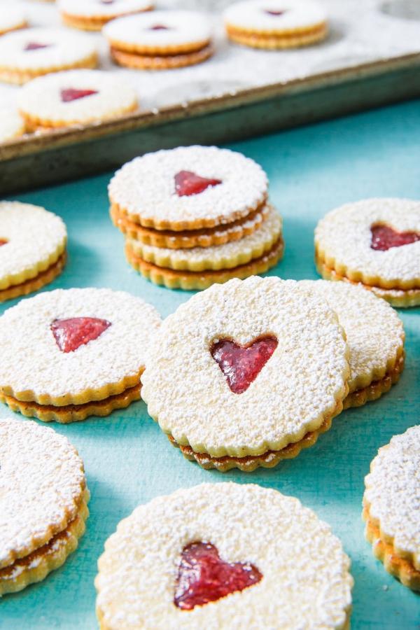 Köstliche Plätzchen Rezept Ideen für ein genussvolles Weihnachten klebekekse herzen marmelade