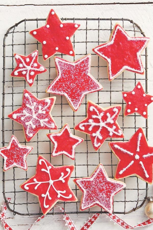 Köstliche Plätzchen Rezept Ideen für ein genussvolles Weihnachten rote sterne deko lebensmittelfarbe glasur