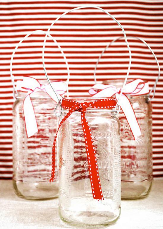 Laternen Weihnachtsdeko drinnen und draußen drei Einweggläser in Deko verwandeln mit Schleifen