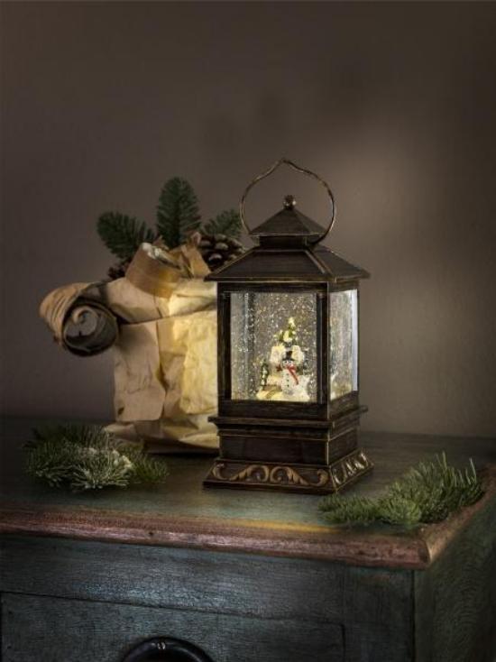 Laternen Weihnachtsdeko drinnen und draußen meisterhaft im Inneren arrangiert tolle Deko für die Kinder