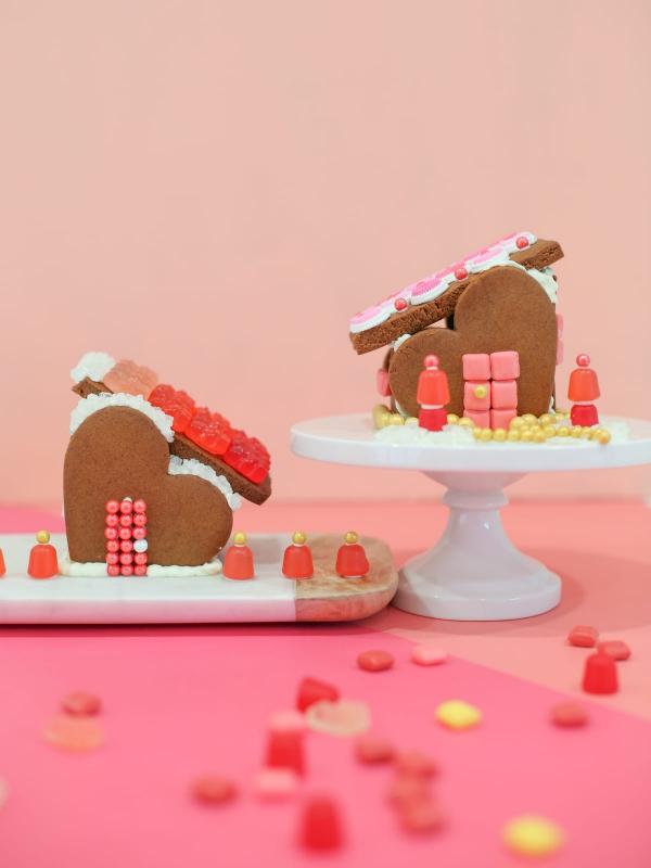 Lebkuchenhaus basteln zu Weihnachten – festliche Ideen, Rezept und Anleitung holz kuchen häuser romantik