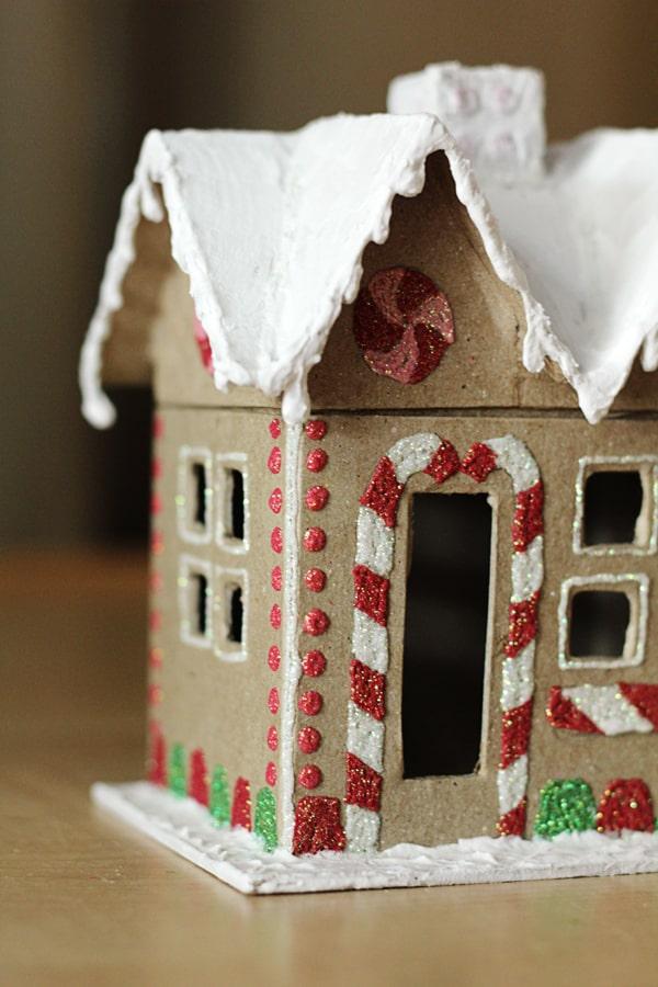 Lebkuchenhaus basteln zu Weihnachten – festliche Ideen, Rezept und Anleitung karton lebkuchen deko ideen