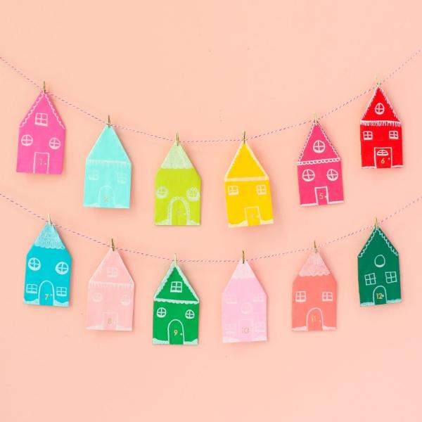 Lebkuchenhaus basteln zu Weihnachten – festliche Ideen, Rezept und Anleitung lebkuchen haus dorf girlande papier