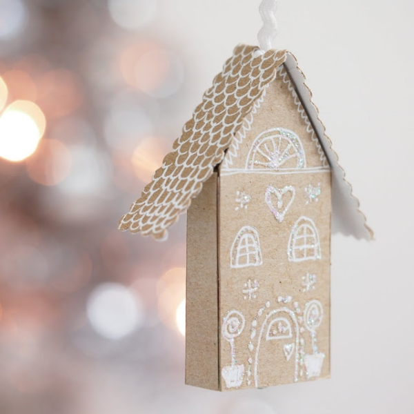Lebkuchenhaus basteln zu Weihnachten – festliche Ideen, Rezept und Anleitung streichholzschachtel haus mini ornament