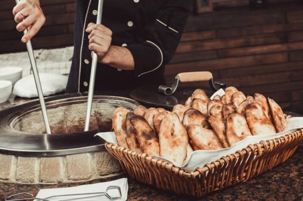 Naan Brot backen indische Küche Tandoor Ofen