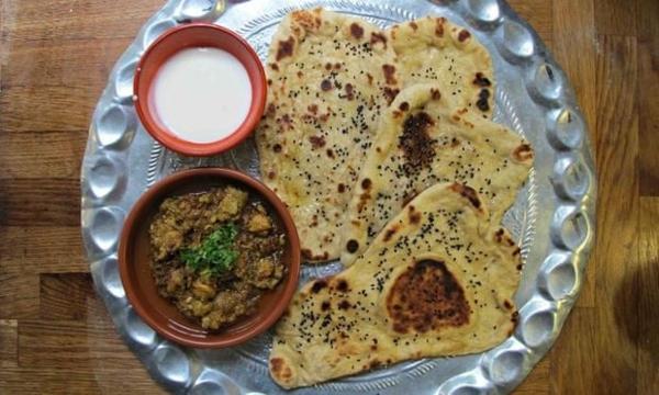 Naan Brot backen indisches Essen gerichte