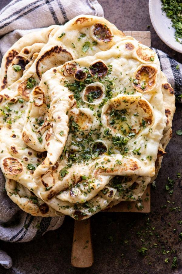 Naan Brot backen mit Knoblauch