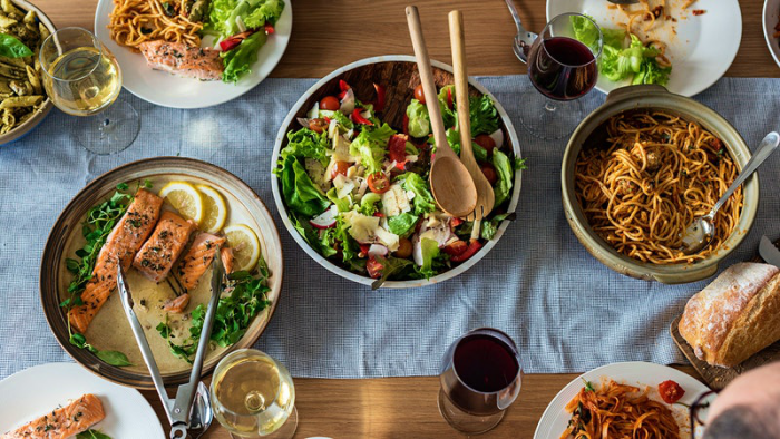 OMAD δίαιτα ένα γεύμα την ημέρα ιατρικές συμβουλές ενημερώστε τον εαυτό σας για τα πλεονεκτήματα και τα μειονεκτήματα der Diet