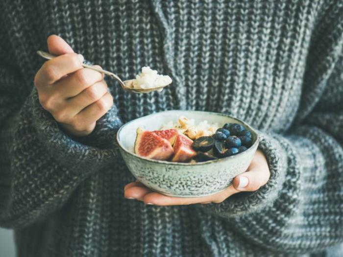 OMAD -Δίαιτα ένα γεύμα την ημέρα, η ακραία μορφή διαλείπουσας νηστείας μείωσε την κατανάλωση φρούτων σε ένα μπολ