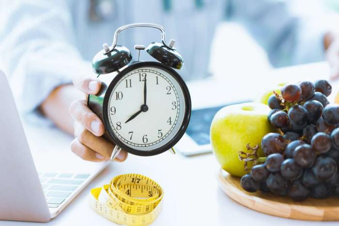 OMAD δίαιτα ένα γεύμα την ημέρα πάντα την ίδια ώρα Grapes Apple 8:00