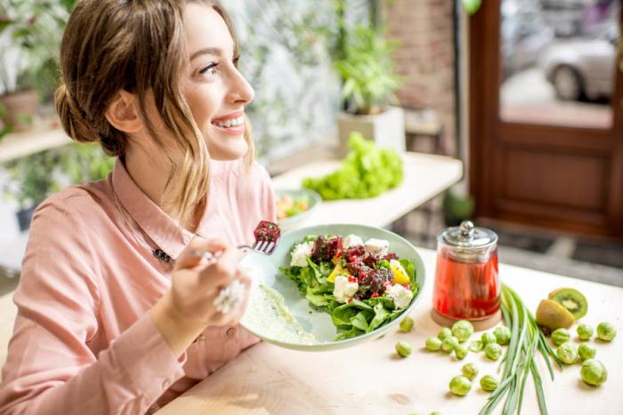 Δίαιτα OMAD ένα γεύμα την ημέρα πλούσια σε βιταμίνες τρόφιμα φρέσκα φρούτα και λαχανικά αυστηρή πειθαρχία καλή διεκδίκηση