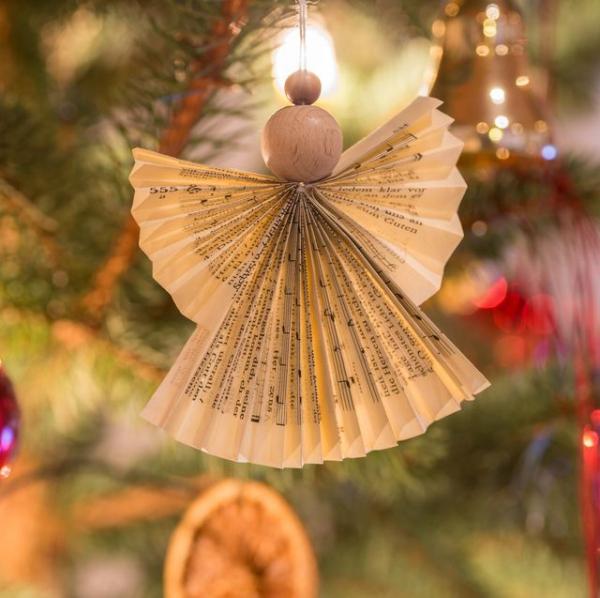 Schutzengel basteln mit Kindern zu Weihnachten – zauberhafte Ideen und Anleitung engel ornament zeitung papier