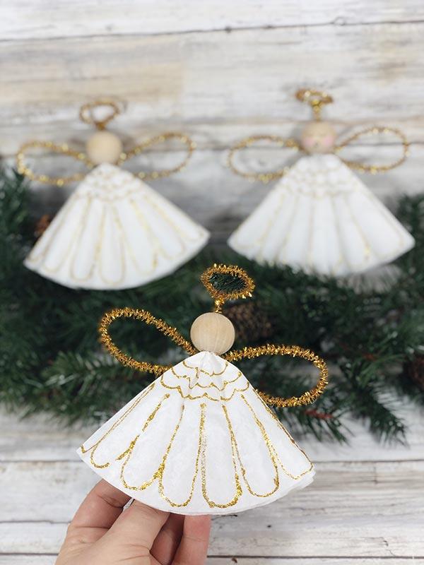 Schutzengel basteln mit Kindern zu Weihnachten – zauberhafte Ideen und Anleitung kaffeefilter engel deko