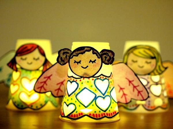Schutzengel basteln mit Kindern zu Weihnachten – zauberhafte Ideen und Anleitung led kerzen pappbecher engel