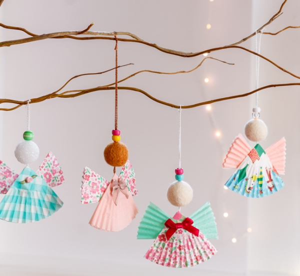 Schutzengel basteln mit Kindern zu Weihnachten – zauberhafte Ideen und Anleitung muffin förmchen ornamente bunt