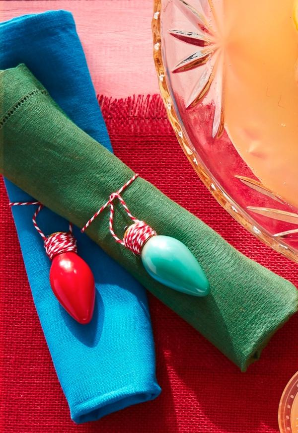 Serviettenringe basteln zu Weihnachten – Stilvolle Ideen und Anleitungen für eine festliche Tischdeko diy bunte deko ornamente