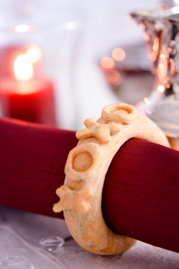 Serviettenringe basteln zu Weihnachten – Stilvolle Ideen und Anleitungen für eine festliche Tischdeko essbare ringe serivetten xoxo