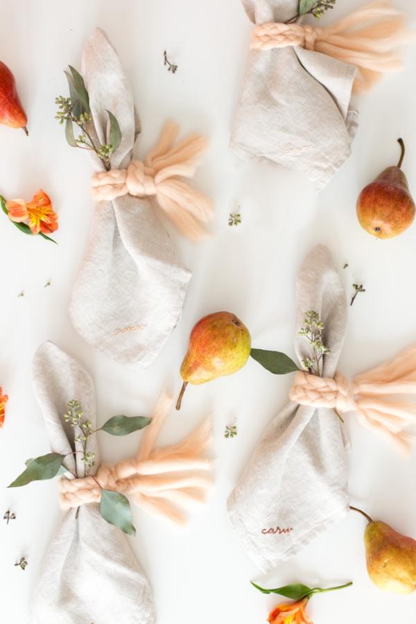 Serviettenringe basteln zu Weihnachten – Stilvolle Ideen und Anleitungen für eine festliche Tischdeko garn wolle deko servietten