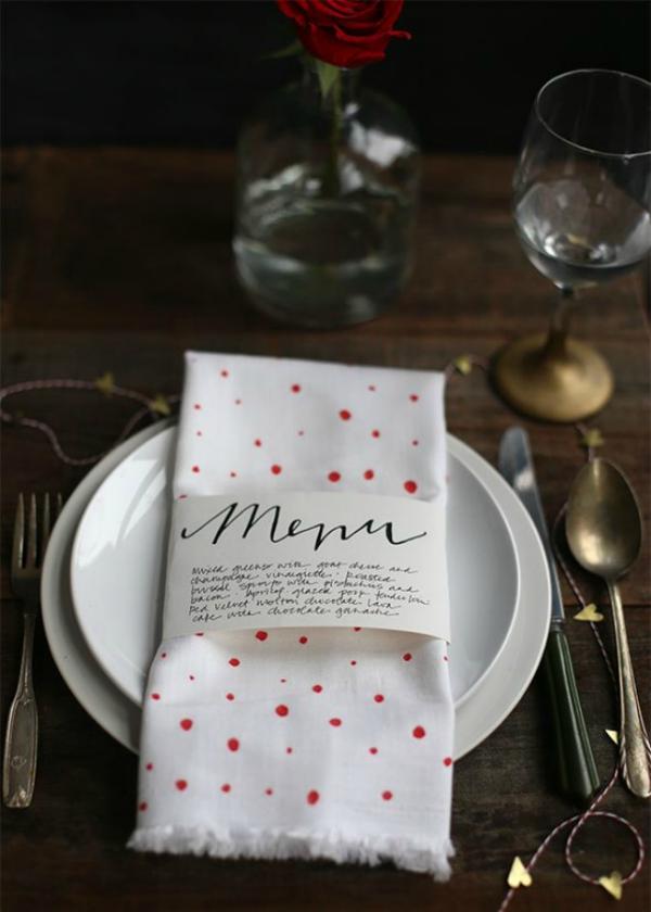Serviettenringe basteln zu Weihnachten – Stilvolle Ideen und Anleitungen für eine festliche Tischdeko menü liste gäste kreativ