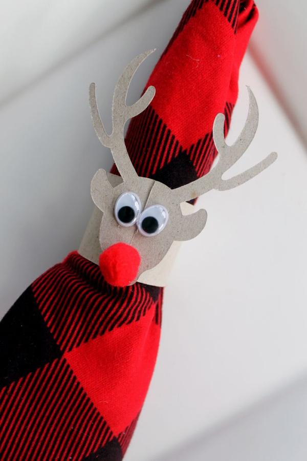 Serviettenringe basteln zu Weihnachten – Stilvolle Ideen und Anleitungen für eine festliche Tischdeko rentier rudolf serviette deko